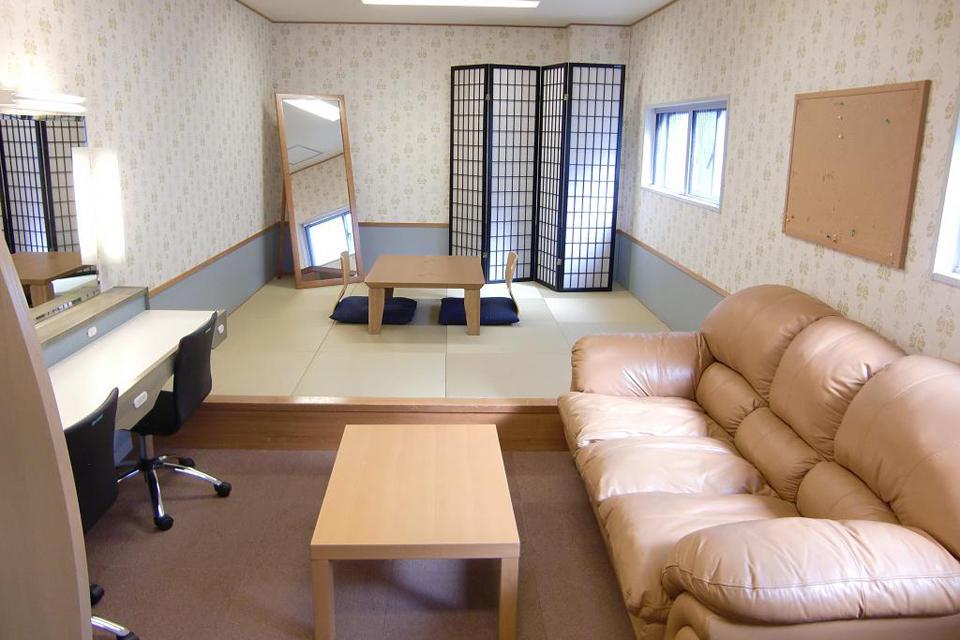 控え室12